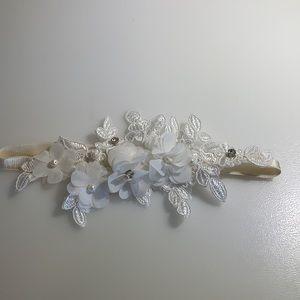 BRAND NEW Beautiful White Lace Headband